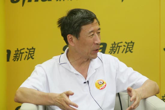 上海文广总裁助理陈梁做客聊白玉兰论坛(组图)