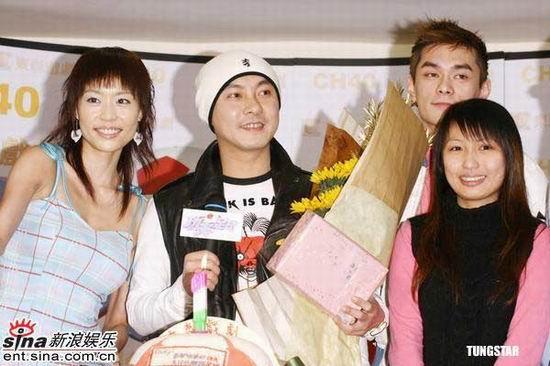 组图:张卫健宣传《功夫足球》认定张茜做老婆