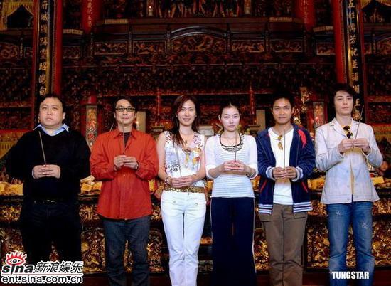 《天下第一》主创台南宣传圣母庙烧香祈福(图)
