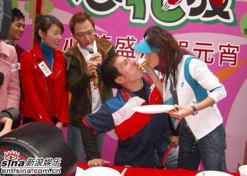 组图:郭可盈陈豪等宣传《心花放》游戏玩尽兴