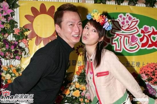 组图:陶大宇郭可盈《心花放》宣传大玩插花游戏