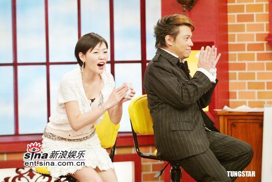 组图:周传雄黄舒俊《康熙来了》玩歌词大比拼