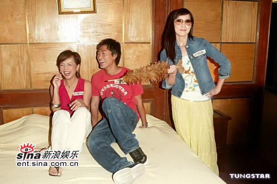 组图:邓萃雯等出席《女人不易做》开机仪式