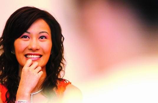 叶璇成为华娱卫视主持散播《夜来女人香》(图)