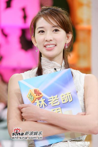 """组图:林志玲当老师回答""""大小""""问题脸变红"""
