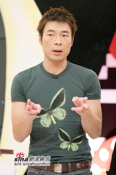 组图:许志安做客蔡康永节目阿雅要帮他脱衣
