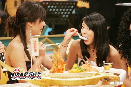 组图:张菲节目左拥陈德容右抱安以轩龙心大悦