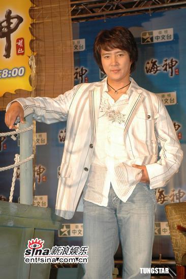 组图:韩星崔秀宗蔡时那宣传《海神》合作默契
