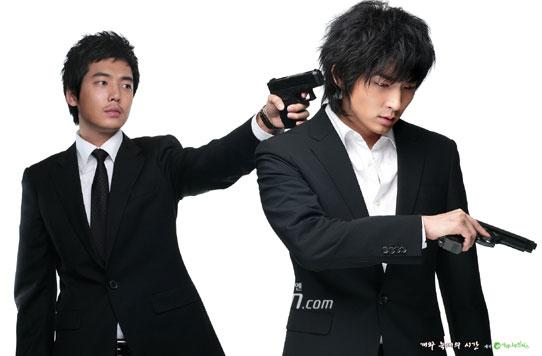李俊基持枪杀气横飞《狗与狼》宣传照揭晓(图)