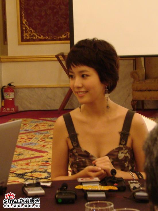 组图:Eric韩志敏出席《无敌降落伞要员》首播