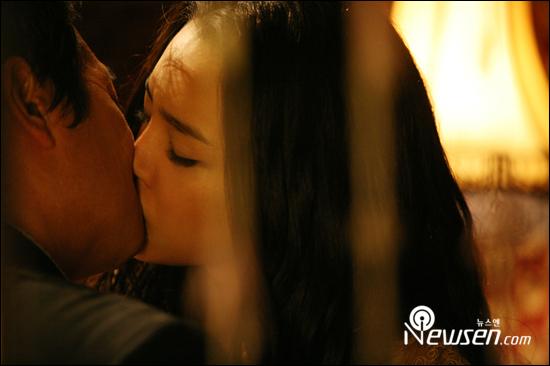 组图:朴时妍朴俊奎大飙吻戏唇间有甜甜红桃味