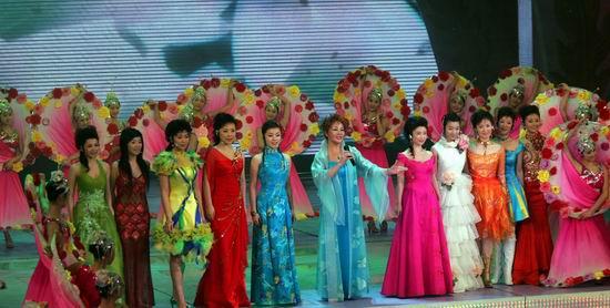 图文:春节晚会首录备播带-现场歌舞
