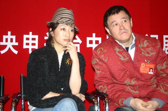 组图:赵本山携宁静艾敬亮相《马大帅2》开播会