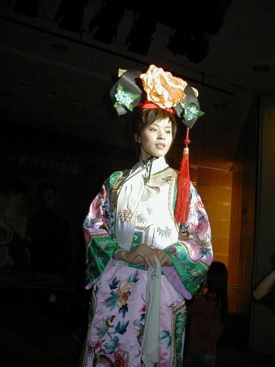 图文:《女才男貌》登陆央视--王海珍走秀