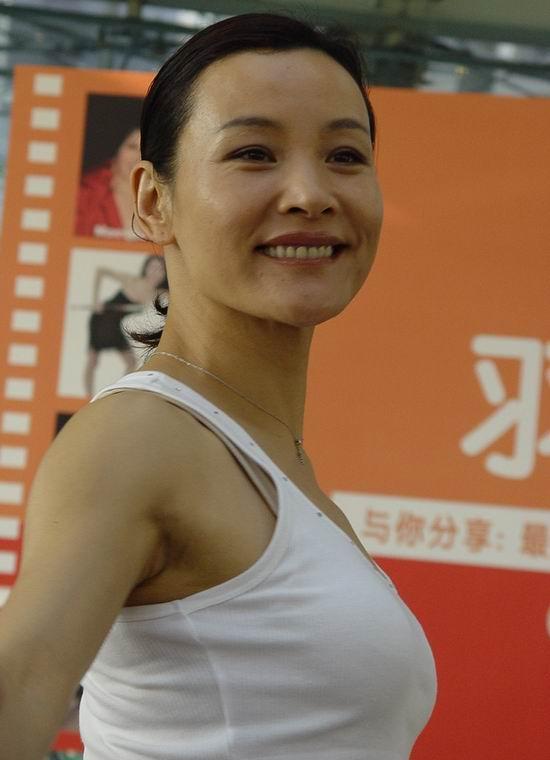 """2005年最值得期待系列片""""羽西看世界""""(组图)"""