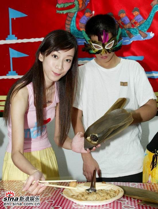 组图:《乒乓》彭博劭林涵包粽子用爱心庆端午