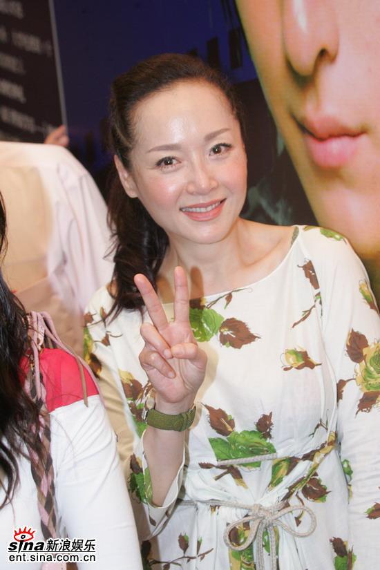 组图:郑元畅恬妞宣传《第一桶金》令现场大乱