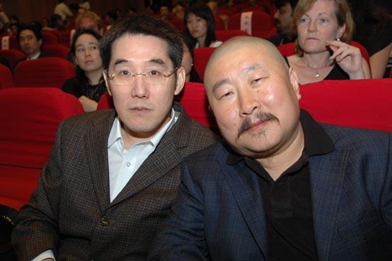 图文:上海电视节闭幕--作家海岩和导演丁黑