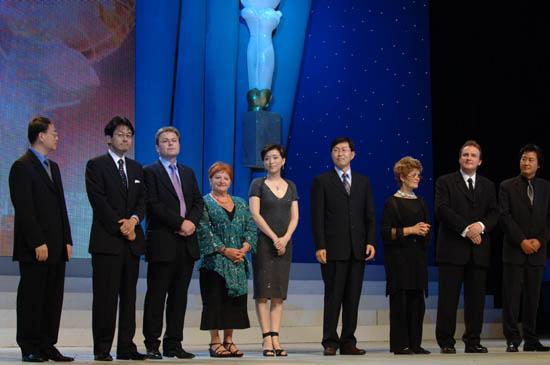 图文:上海电视节闭幕--白玉兰奖全体评委