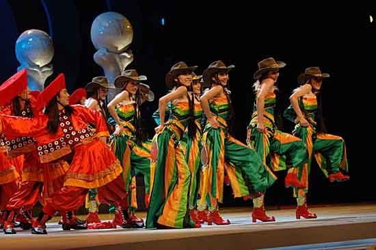 图文:上海电视节闭幕--现场舞蹈表演