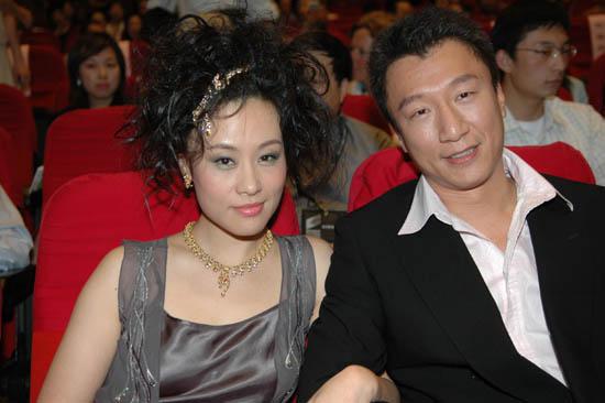 图文:上海电视节闭幕--邬君梅和孙红雷
