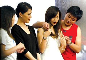 《蝴蝶飞飞》作宣传杨雪称喜欢被佟大为抱(图)