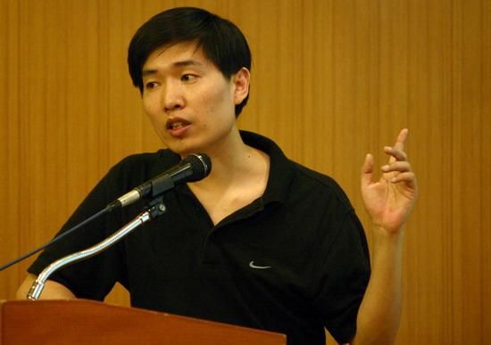 图文:中国电视十大名栏目名主持讲座开幕(2)
