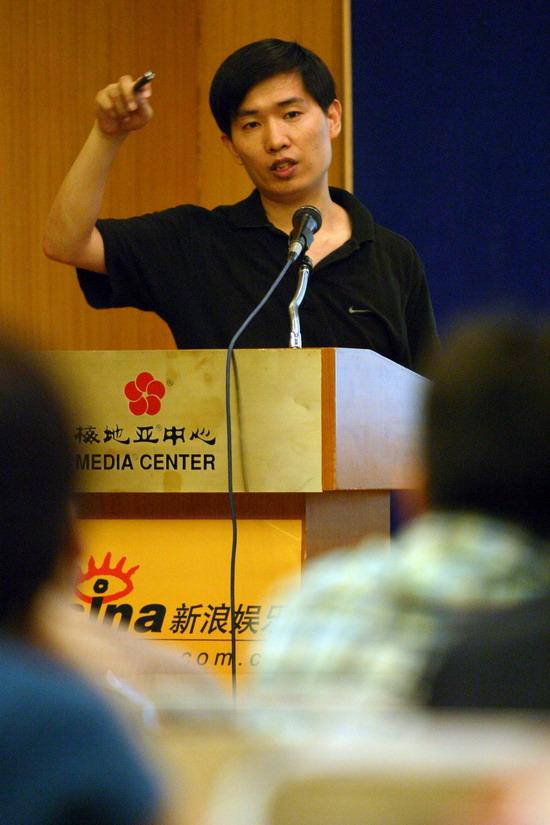 图文:中国电视十大名栏目名主持讲座开幕(9)