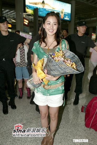 组图:韩星金泰喜抵港宣传新剧《爱在哈佛》