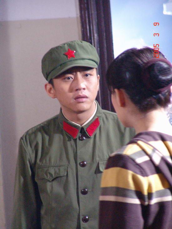 《幸福像花儿》:邓超脱下龙袍演纨绔子弟(图)