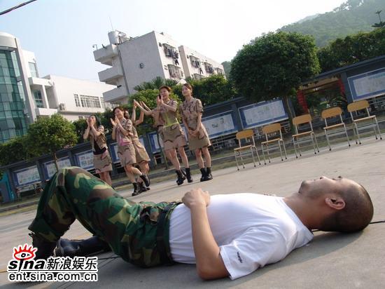 许晓峰《色拉青春》拍摄现场被篮球砸晕(附图)