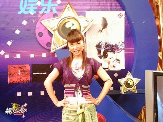 音乐混血儿高娜做客《娱乐纵天下》秀舞姿(图)