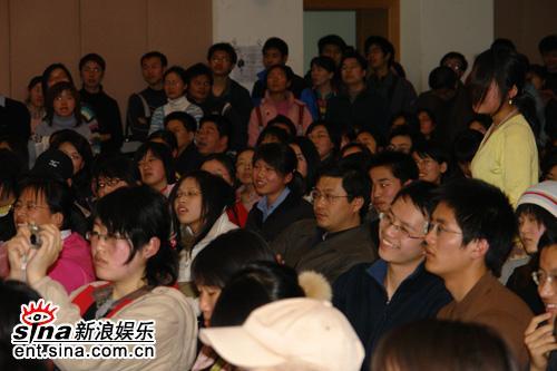 袁立清华大学演讲:我的大学没有甜蜜浪漫(图)