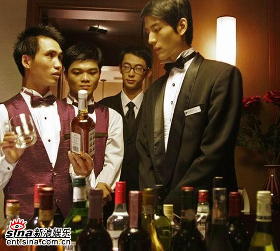 《五星饭店》热拍张峻宁苦练成完美服务生(图)
