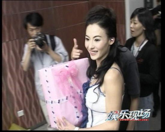 《娱乐现场》预告:张柏芝庆生热泪流不停(图)