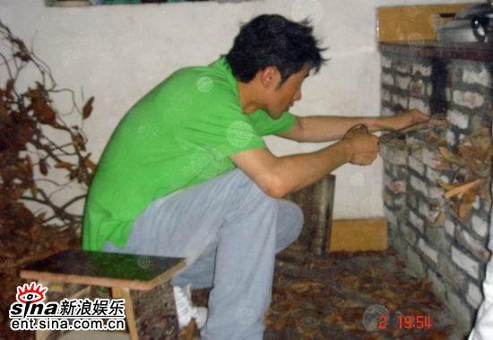 《谁知我心》拍摄间隙任泉农村体验生活(附图)