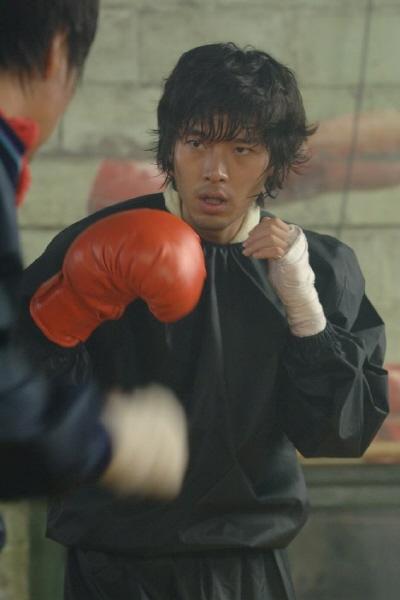 《雪之女王》公开拍摄现场玄彬饰演拳击手陪练