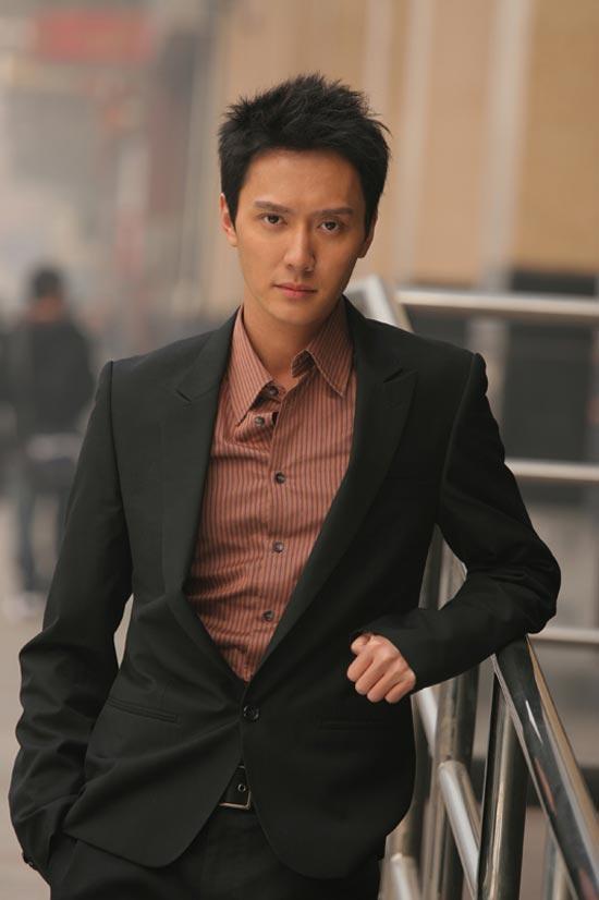 《争霸传奇》香港热播太子友冯绍峰欢度圣诞