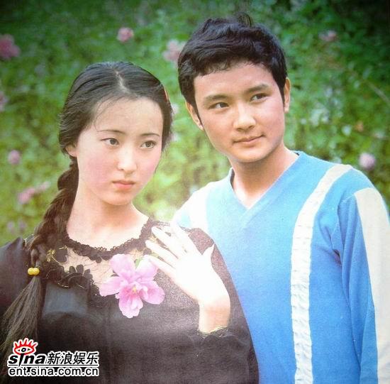 87版林黛玉扮演者陈晓旭(左)、贾宝玉扮演者欧阳奋强(右)-87版图片