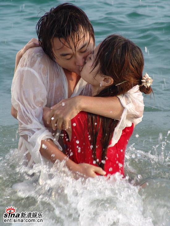 色拉青春》美眉海中热吻天使难逃煎熬组图