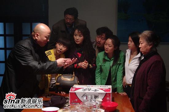 《上线》深夜秘密拍摄家庭传销培训戏(组图)