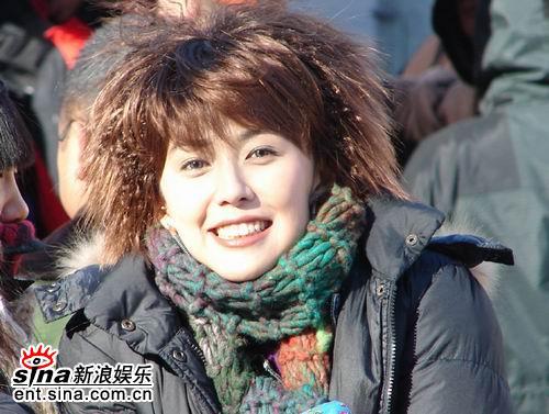 """安雅严冬连拍夜戏收工""""解冻""""以苦为乐(组图)"""