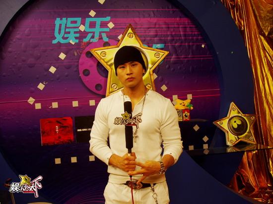韩国饶舌歌手刘承俊做客《娱乐纵天下》(组图)