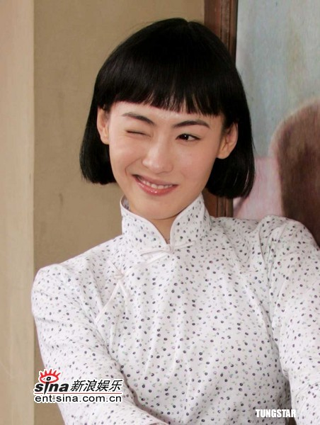 组图:张柏芝带病拍《周璇》齐眉刘海扮相可爱