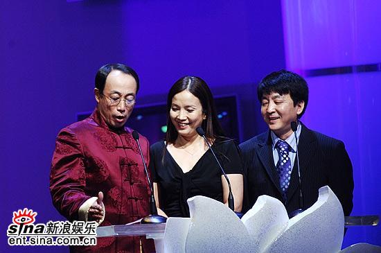 组图:孙海英吕丽萍夫妇亮相上海电视节闭幕式