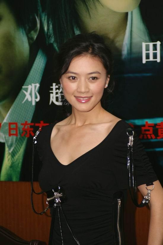 田海蓉带励志电视剧《女人不哭》进组图