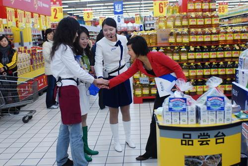 赢家三强即将出炉 五人卖牛奶卖出奇招(组图)