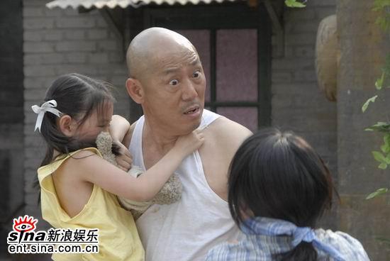 《笑着活下去》李成儒酒后上演家庭暴力(组图)