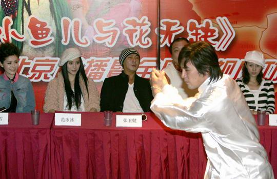 图文:《小鱼儿与花无缺》将播-吴庆哲现场舞剑