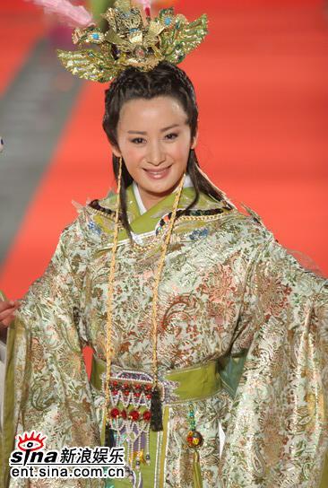 图文:金钟奖红地毯星光灿烂陈亚兰穿古装出场